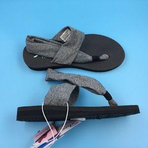 Skechers Womens Grey Black  Yoga Foam Shoes Sz 6